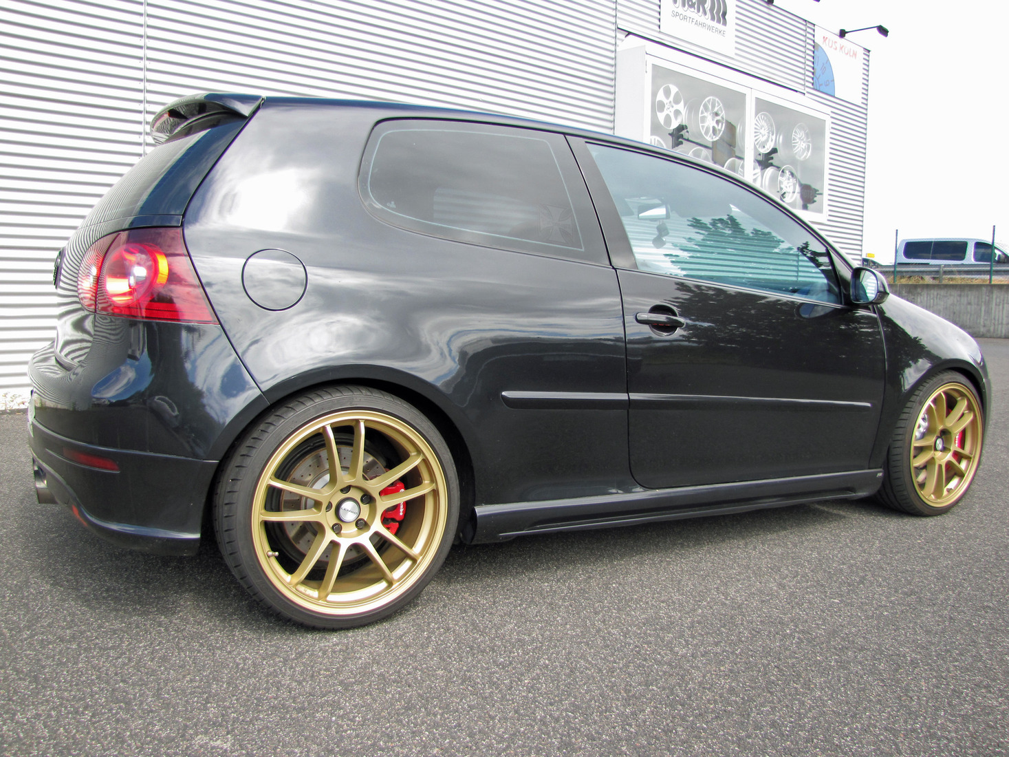 vw golf 5 gti mit 4 kolben brembo bremse sat. Black Bedroom Furniture Sets. Home Design Ideas